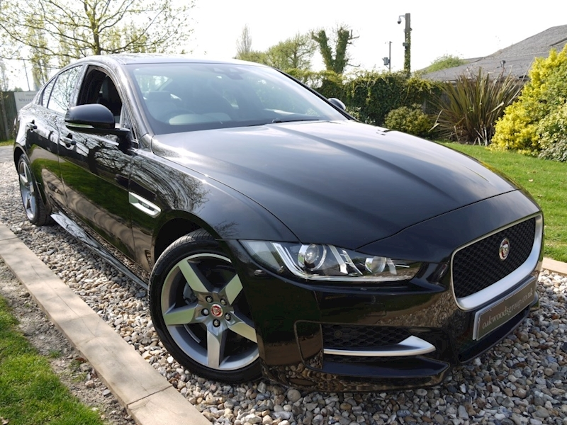 Jaguar Xe 2.0d 180 PS R-Sport Auto (Sat Nav+WINTER PACK+Two Tone Leather+Two Tone Wheels+XENONS+REAR CAMERA)