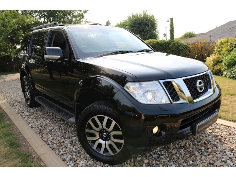 Nissan Pathfinder 2.5 DCi Tekna Auto (Rear DVD+Sunroof+Low Miles+Outstanding Condition)