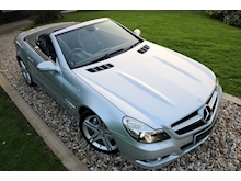 Mercedes Sl Sl350 (PAN ROOF+Sport Pack+TRACKER+DAB+Keyless+AIR SCARF+6 Mercedes Stamps) - Thumb 26