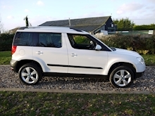 Skoda Yeti 2.0 TDI Elegance CR ( Factory SAT NAV+HEATED Seats+DAB+Full Leather+Cruise Control+Full History - Thumb 2