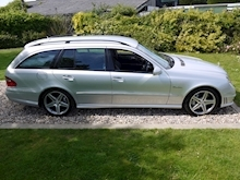 Mercedes E Class E63 AMG (COMAND+ParkTronic+Last Owner 11 Years+Full MERCEDES History+Outstanding Condition) - Thumb 2
