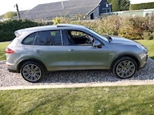 Porsche Cayenne S E-Hybrid Tiptronic (1 Director Owner+MEGA Spec+78,000 NEW List+Full Porsche History) - Thumb 2