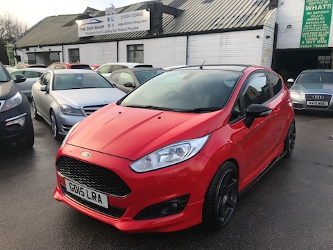 Ford 1.0 EcoBoost Zetec S Red Edition Hatchback 3dr Petrol Manual (s/s) (104 g/km, 138 bhp)