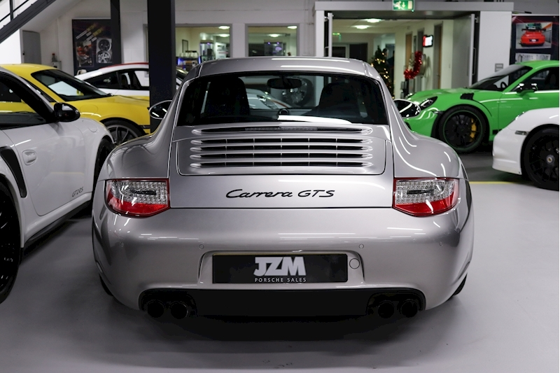 Porsche 911 Carrera Gts - Large 2