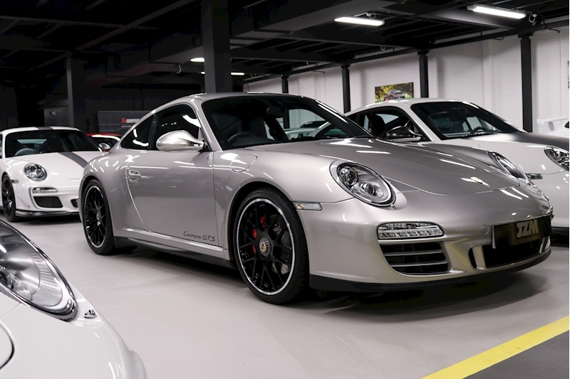 Porsche 911 Carrera Gts - Large 4