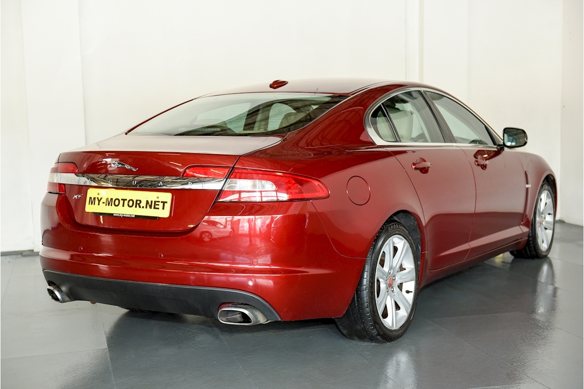 Jaguar Xf - Large 4