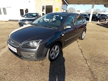 Ford Focus Zetec Climate - Thumb 2