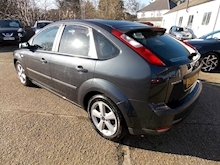 Ford Focus Zetec Climate - Thumb 3