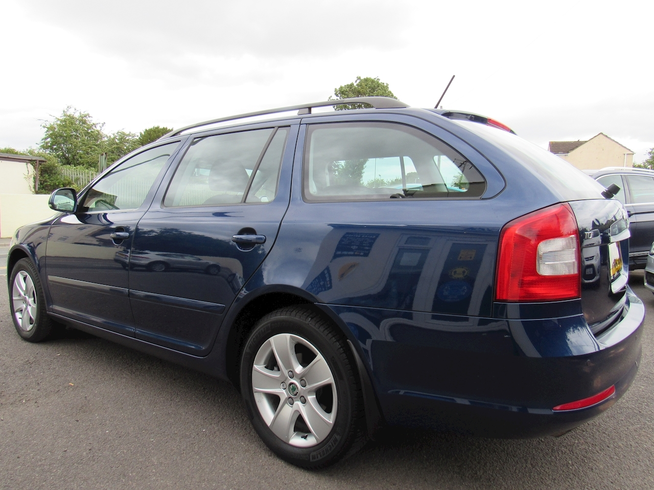Skoda Octavia Elegance Tdi Cr Estate 1.6 Manual Diesel