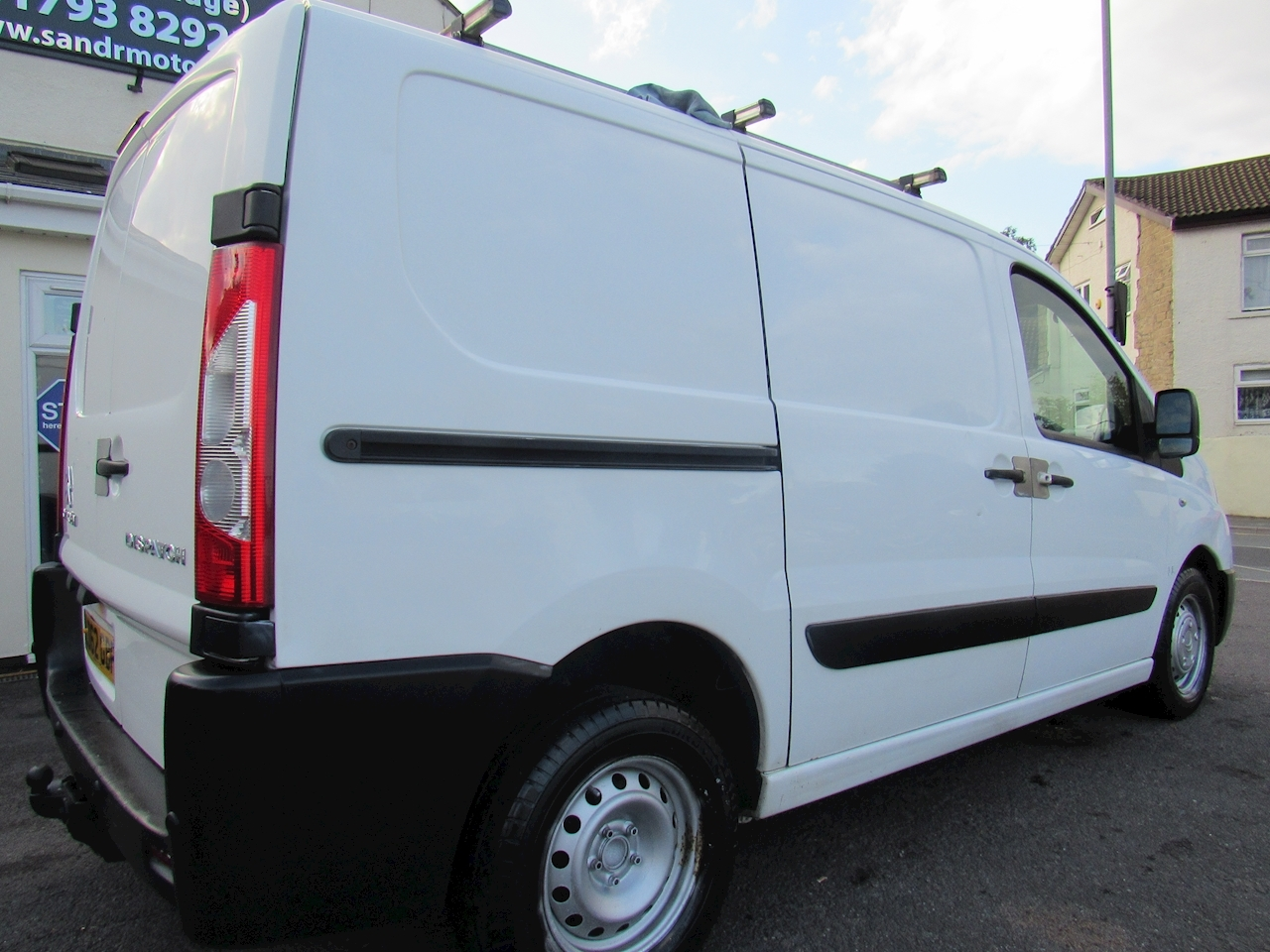 Dispatch 1000 L1H1 Enterprise Panel Van 1.6 Manual Diesel