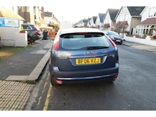 Ford Focus Ghia 16V (116Bhp) - Thumb 2