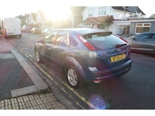 Ford Focus Ghia 16V (116Bhp) - Thumb 3