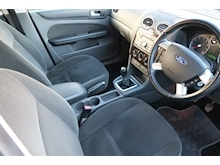 Ford Focus Ghia 16V (116Bhp) - Thumb 9