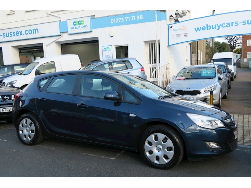 Astra Exclusiv Hatchback 1.6 Automatic Petrol