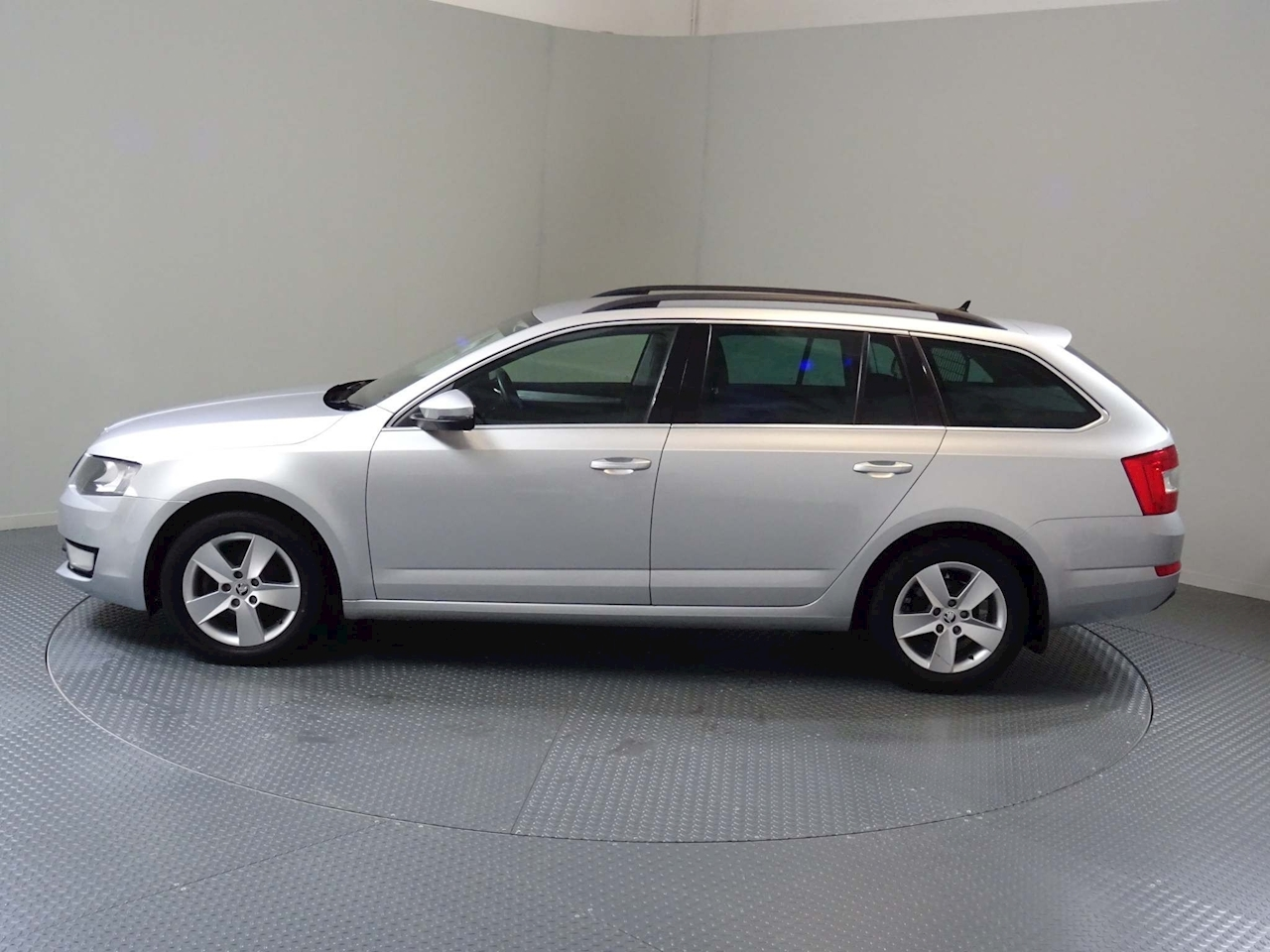 Skoda Octavia Se Technology Tdi Dsg Estate 1.6 Semi Auto Diesel