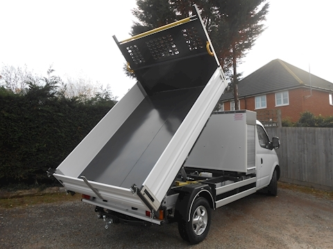 V80 Toolpod Tipper with Cab Air Con 2.5 130ps Euro 5 - Five Year Warranty CHOICE OF FIVE 2500 2dr Tipper Manual Diesel