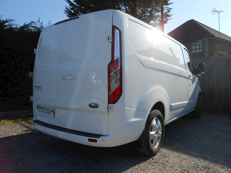 Transit Custom 290 Limited SWB Low roof van 2.0 130ps Euro 6 - Ford Warranty to Sept 2020 - Only 13k miles 2.0 5dr Panel Van Manual Diesel