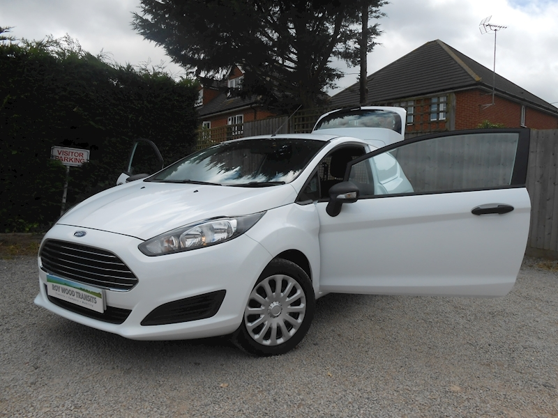 Ford Fiesta image 2