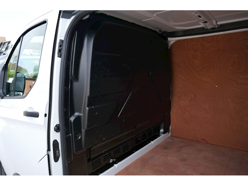 Ford Transit Custom image 25