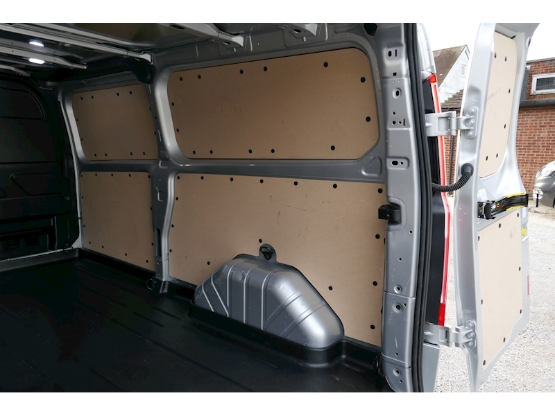 Ford Transit Custom image 14