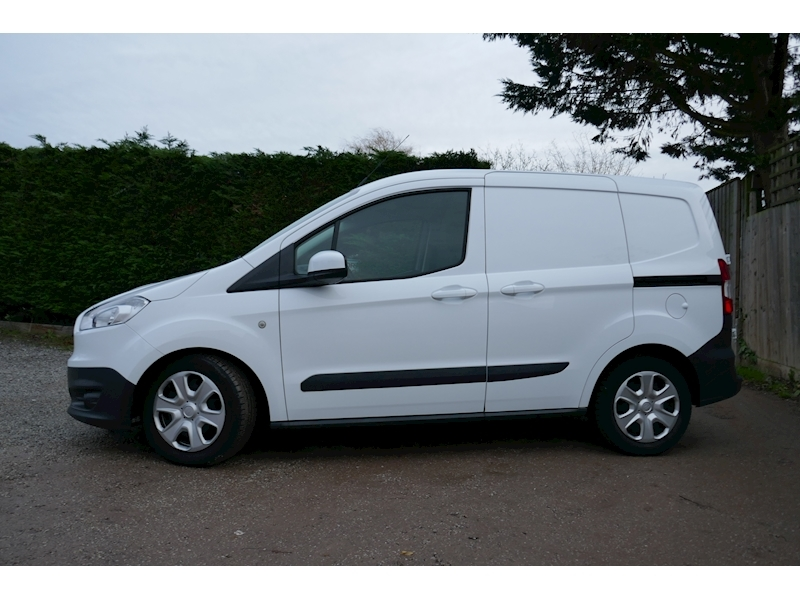 Ford Transit Courier image 6