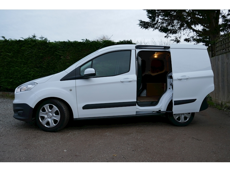 Ford Transit Courier image 7