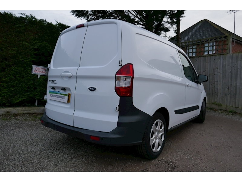 Ford Transit Courier image 4