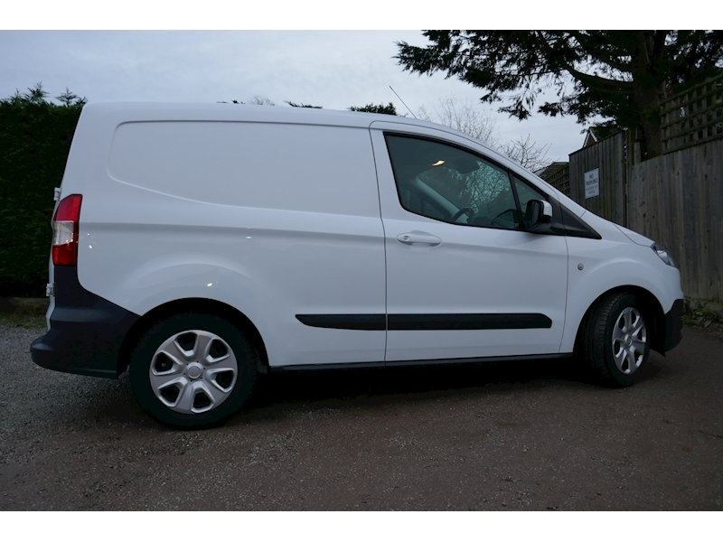 Ford Transit Courier image 8