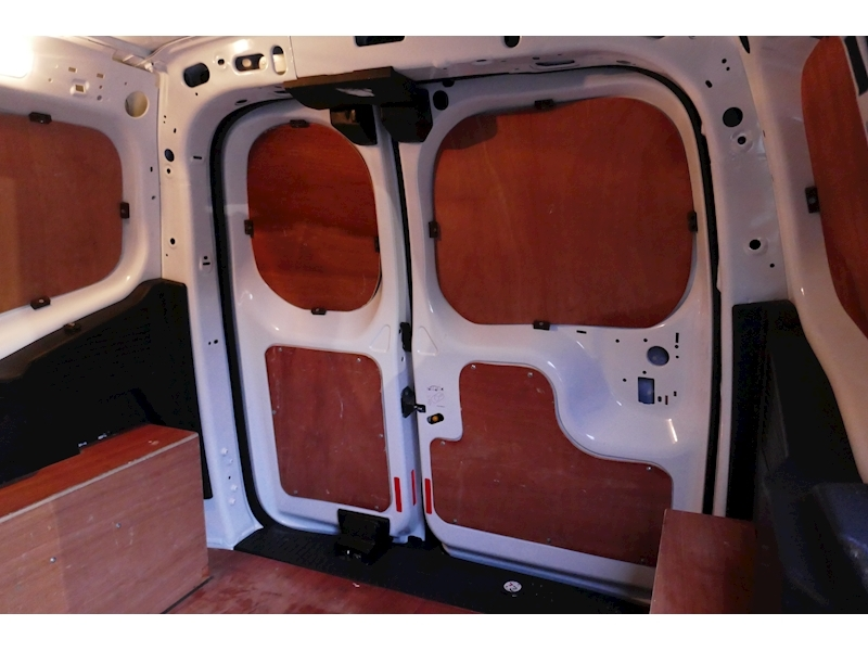 Ford Transit Courier image 26