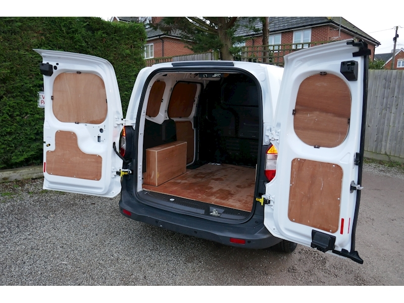 Ford Transit Courier image 27