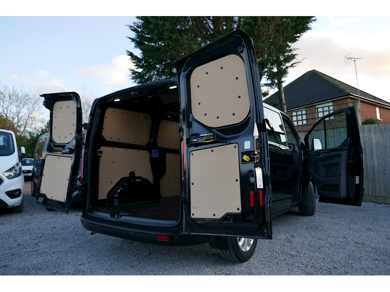 Ford Transit Custom image 3