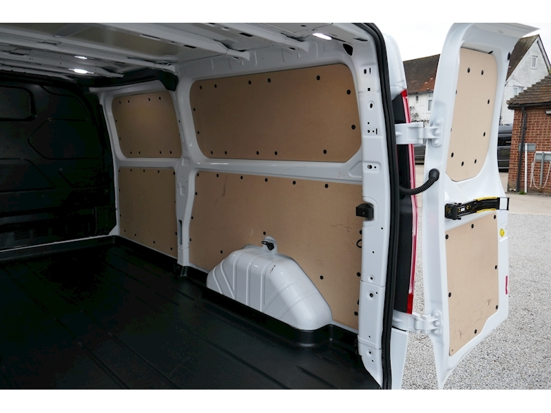 Ford Transit Custom image 21