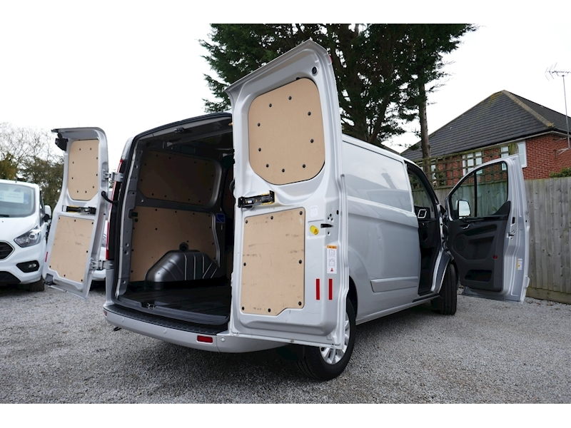 Ford Transit Custom image 2
