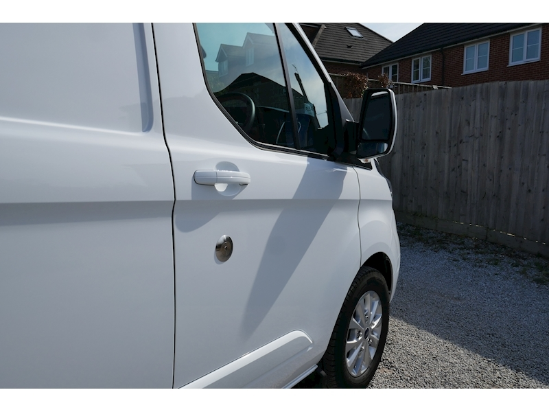 Ford Transit Custom image 13