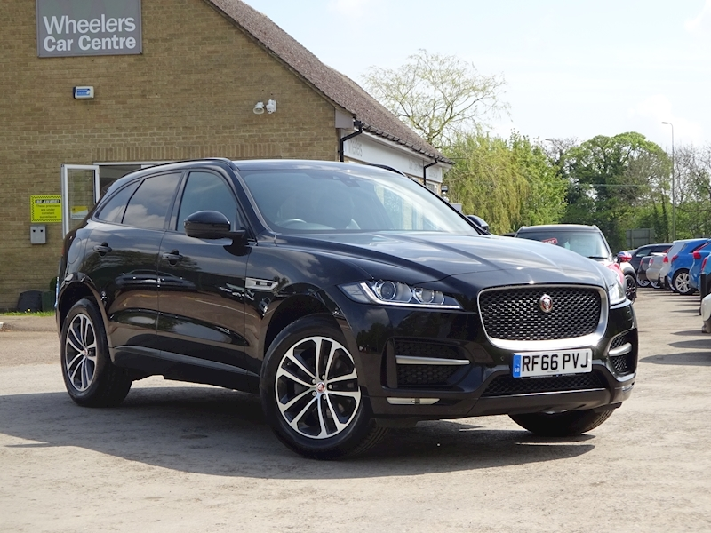 2016 Jaguar F-Pace - Large 0