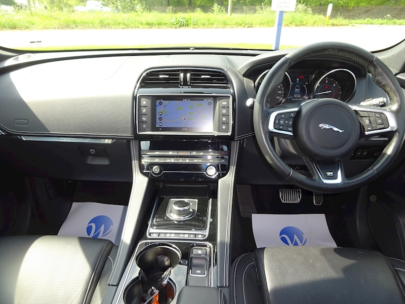 2016 Jaguar F-Pace - Large 5