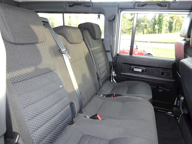 2010 Land Rover Defender - Large 4