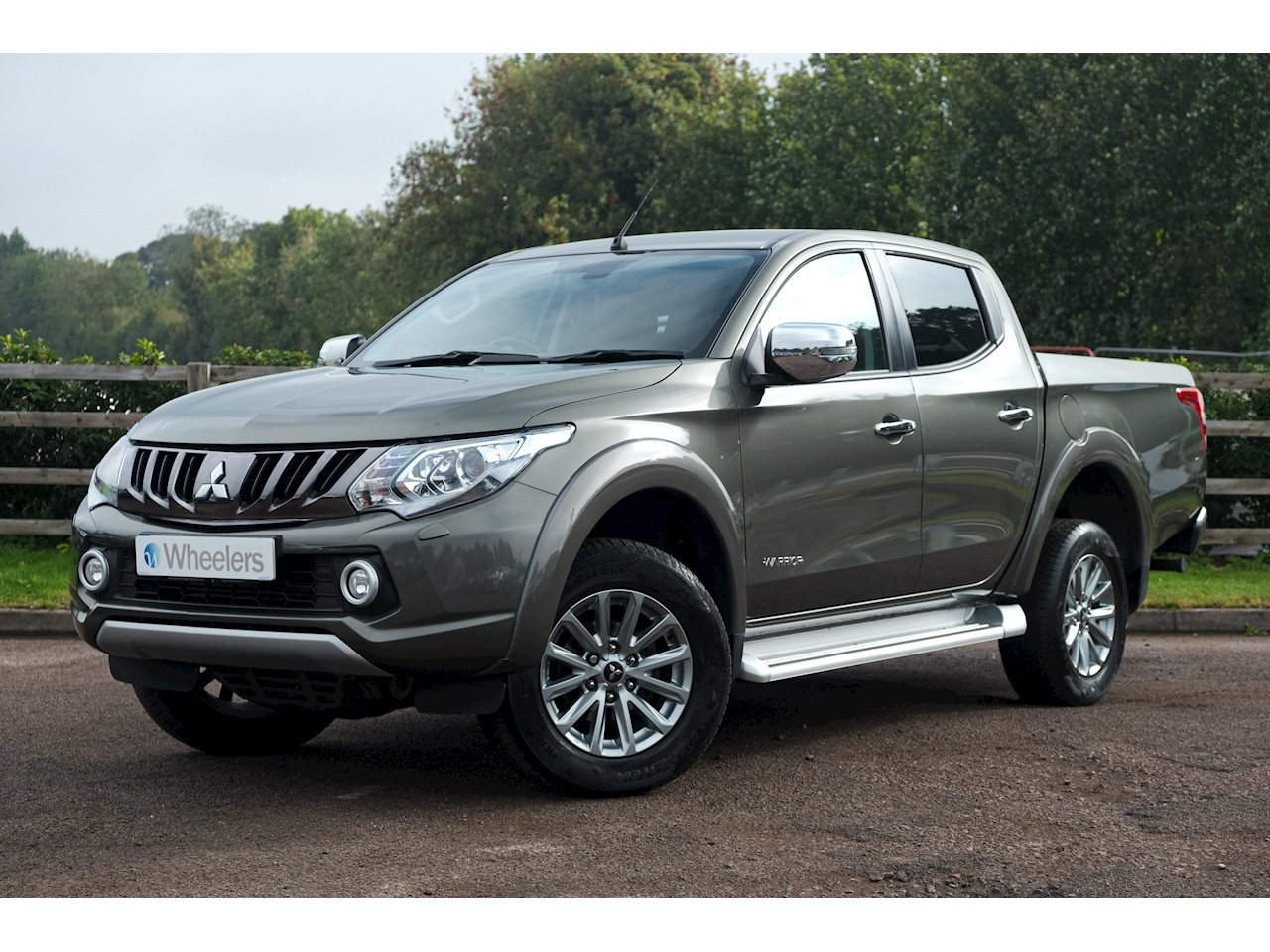L200 Di-D 4Wd Warrior Dcb Pick-Up 2.4 Automatic Diesel