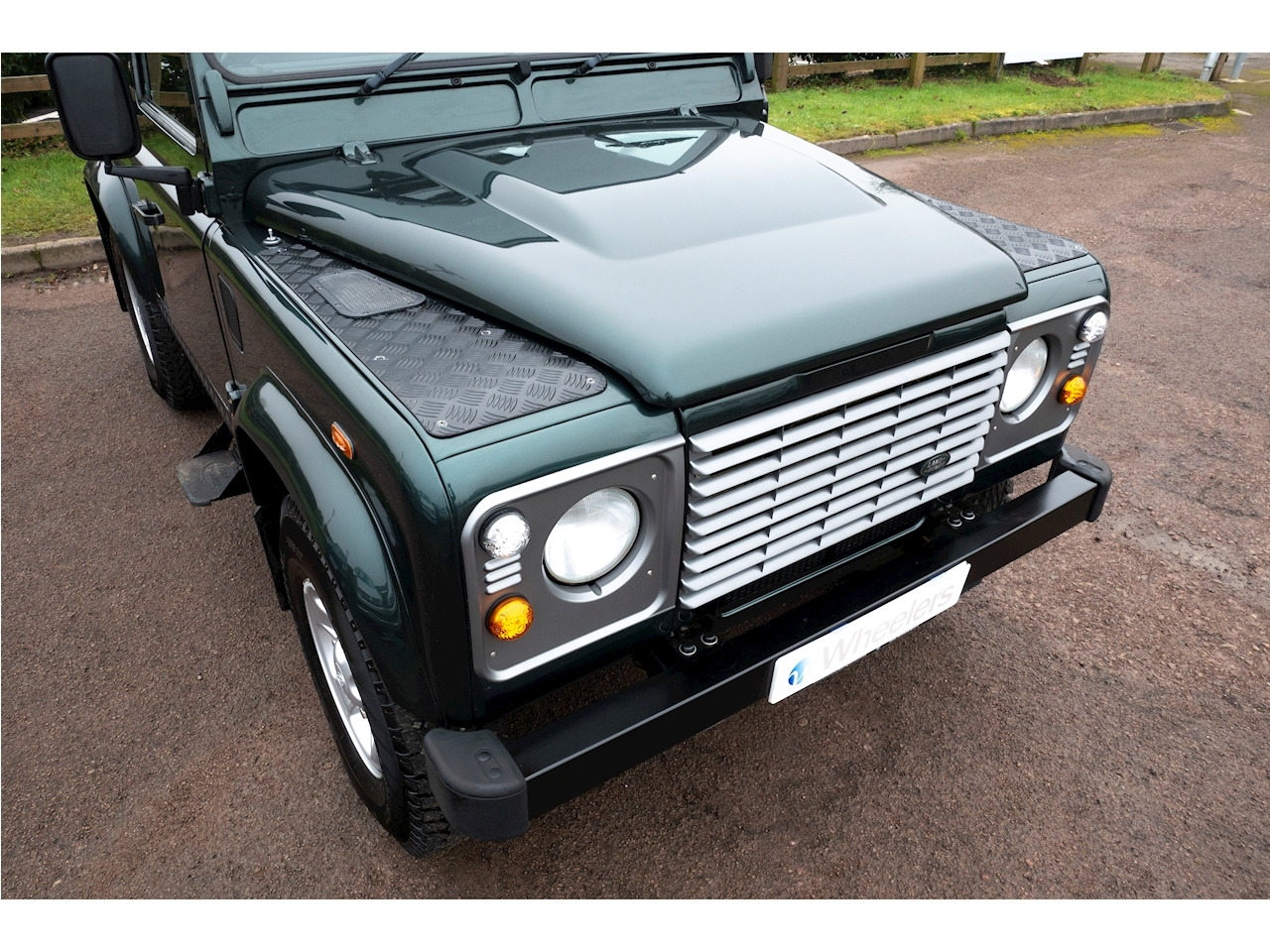 Land Rover Defender 90 County Hard Top Light 4X4 Utility 2.4 Manual Diesel