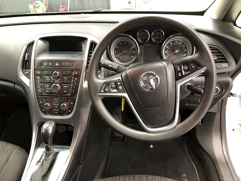 Vauxhall Astra Design - Large 8