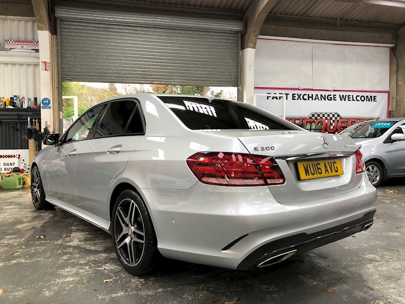 Mercedes-Benz E Class E300 Bluetec Hybrid Amg Night Edition - Large 4