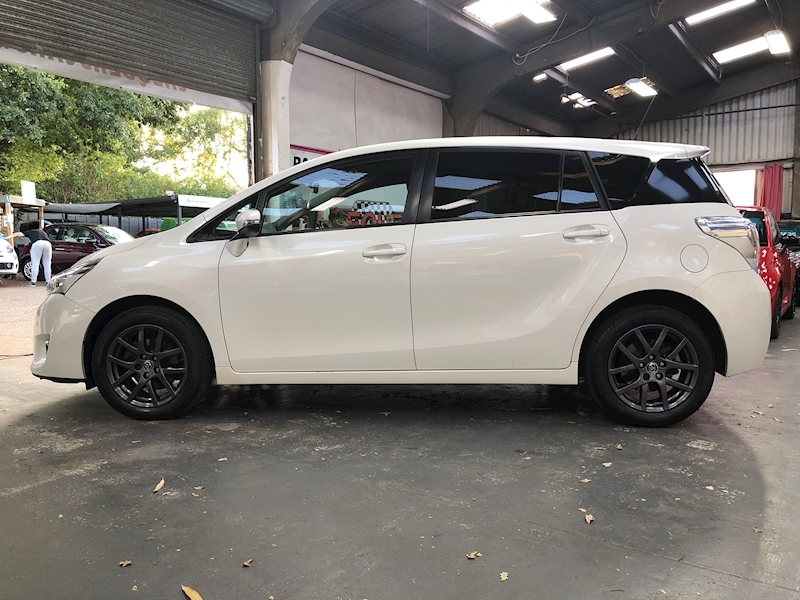 Toyota Verso Trend Plus - Large 2