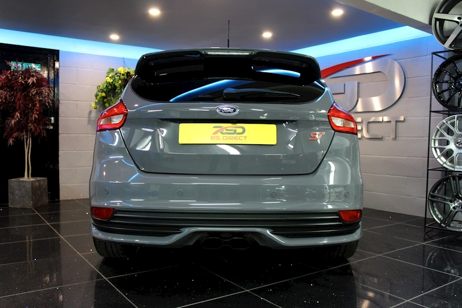 Ford Focus St-3 - Large 23