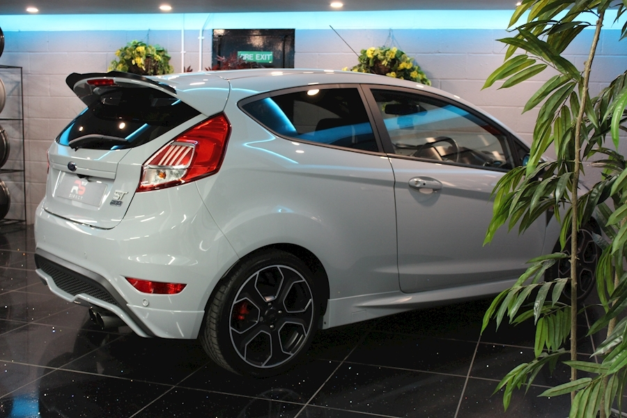 Ford Fiesta St200 - Large 11