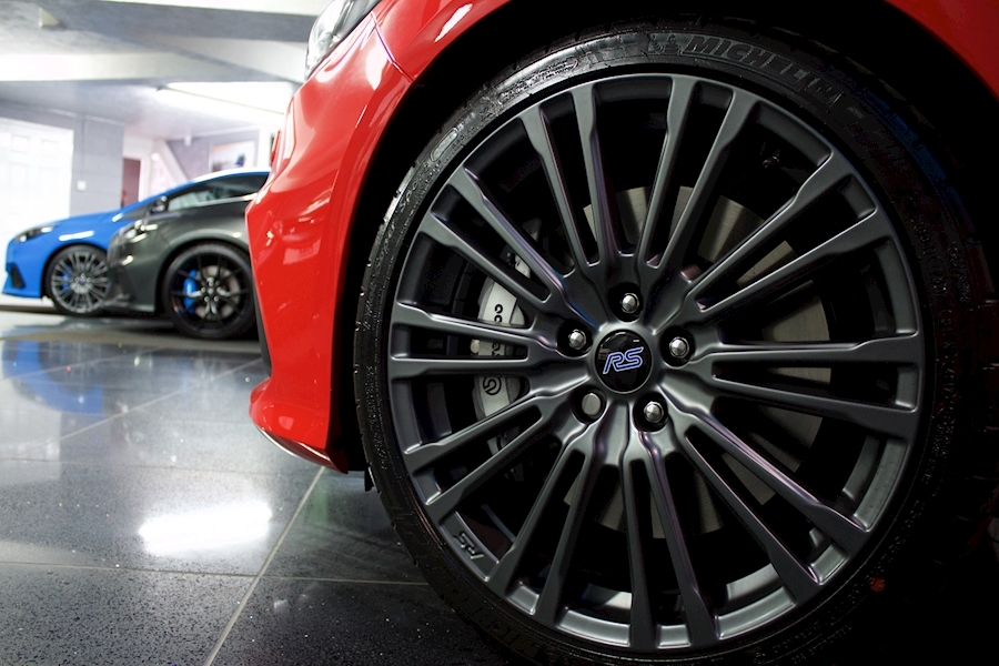 Ford Focus RS Red Edition - Large 16
