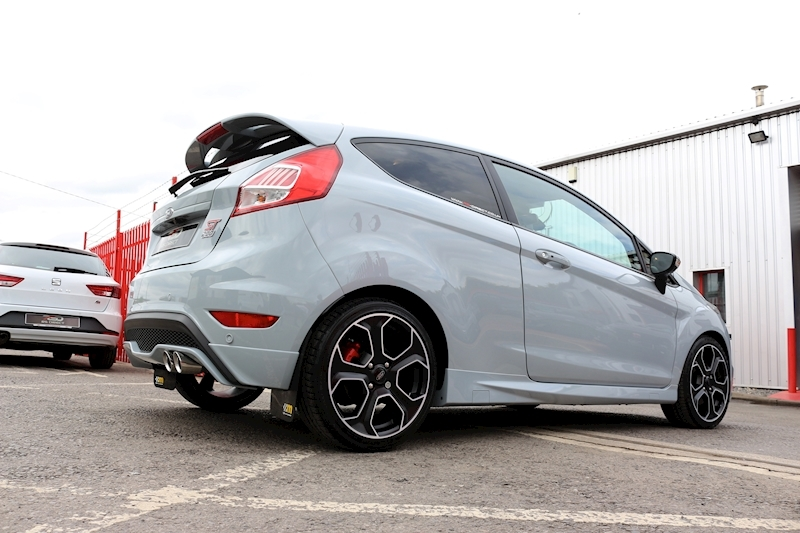 Ford Fiesta St200 - Large 16