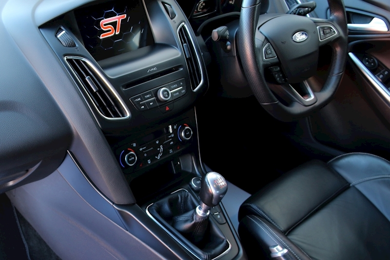 Ford Focus St-3 - Large 11