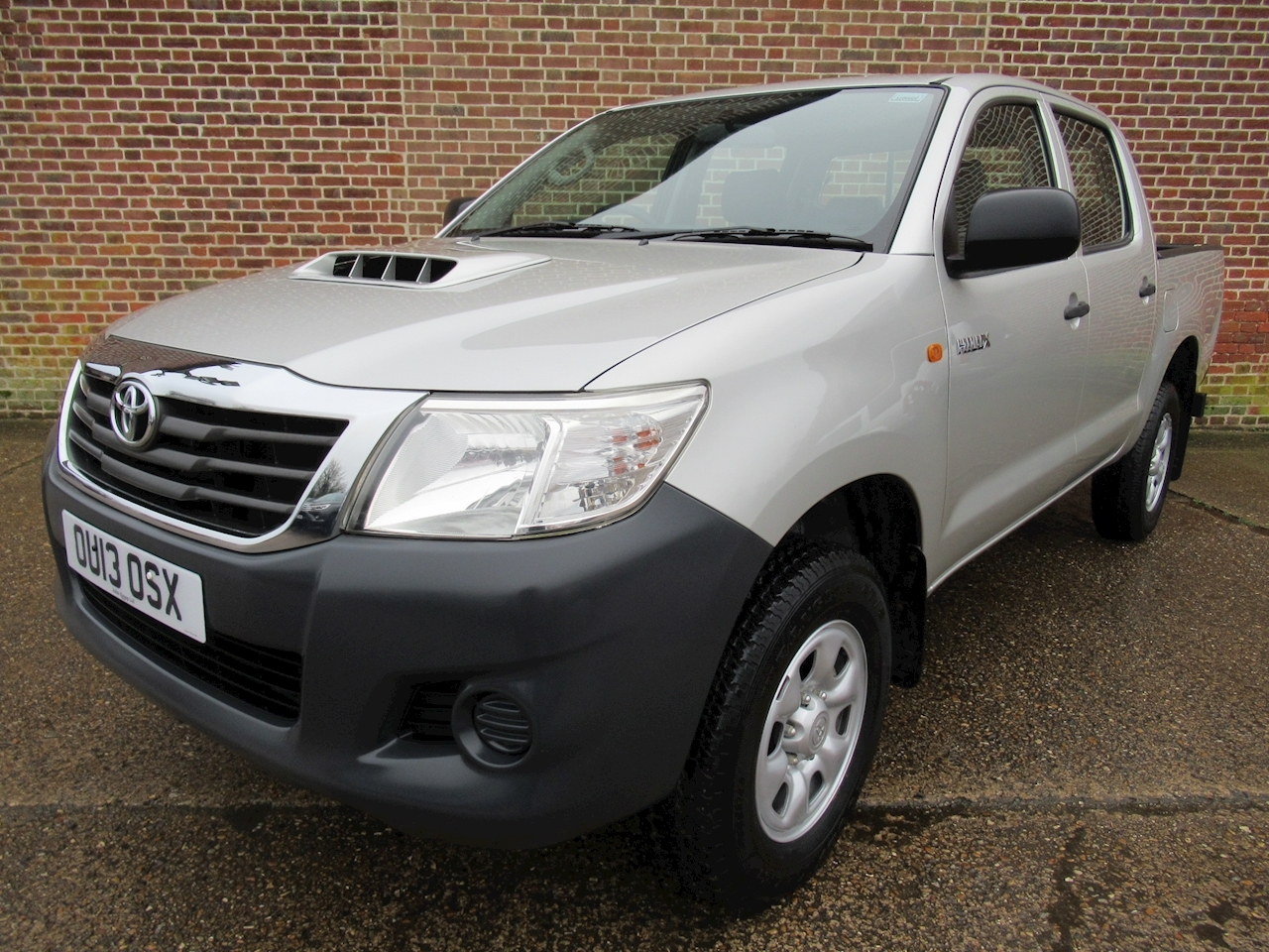 Hilux Hl2 4X4 D-4D Dcb Light 4X4 Utility 2.5 Manual Diesel