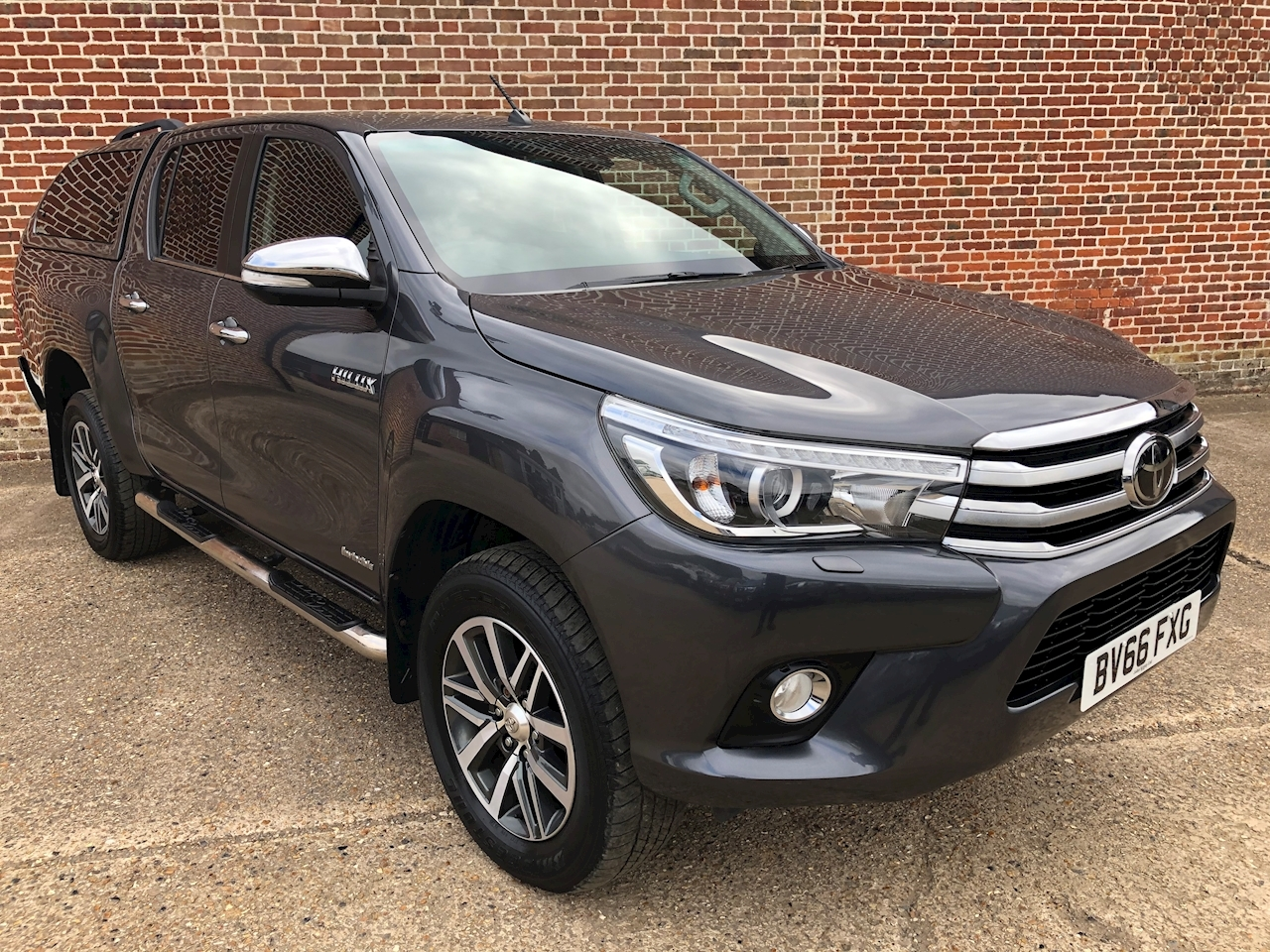 Hilux Invincible 4Wd D-4D Dcb 2.4 4dr Light 4X4 Utility Manual Diesel