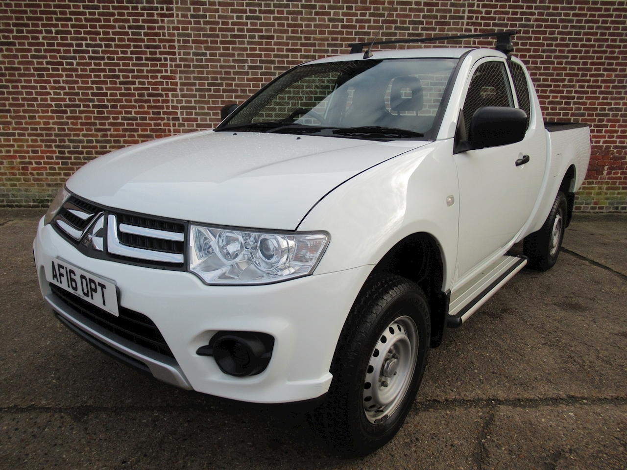 Mitsubishi L200 Di-D 4X4 4Life Club Cab Pick-Up 2.5 Manual Diesel
